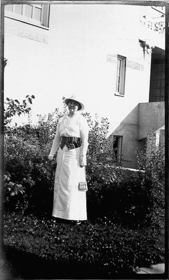 woman T library circa 1912 02